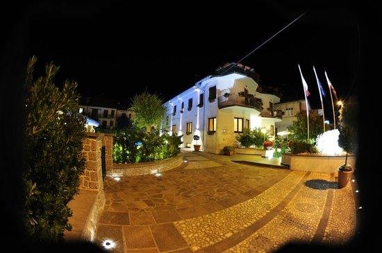 Hotel  Due Torri: Entrata albergo
