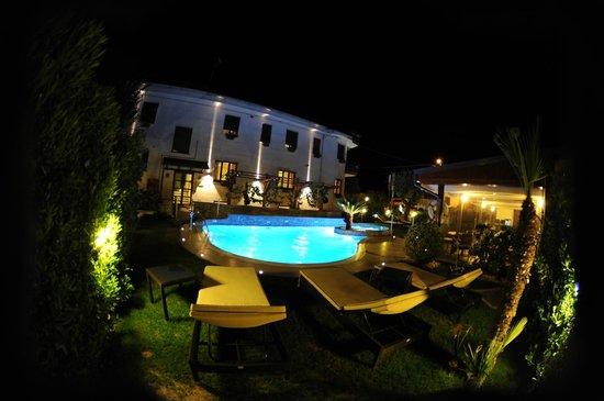 Hotel  Due Torri: Piscina
