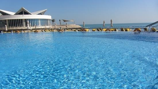 Hilton Doha: pool, cool, but great