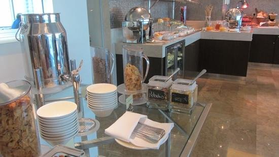 Hilton Doha: breakfast in lounge, even better in main restaurant