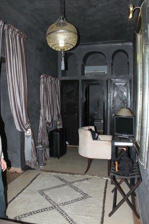 """Riad Hermes: Chambre """"Diamant Noir"""""""
