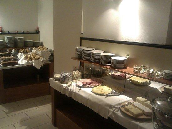 Hotel Carlton Opera:                   Завтрак