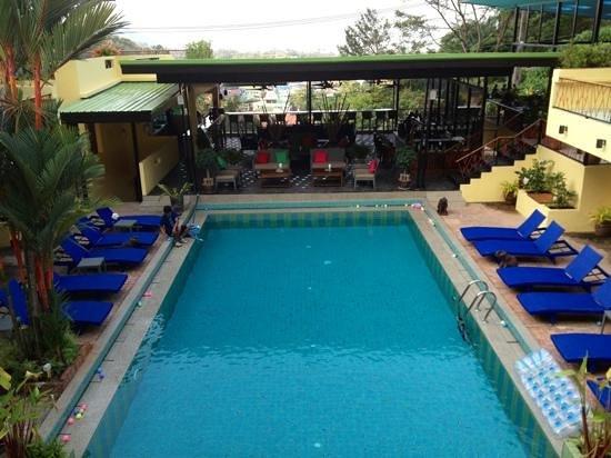 CC's Hideaway:                   piscine