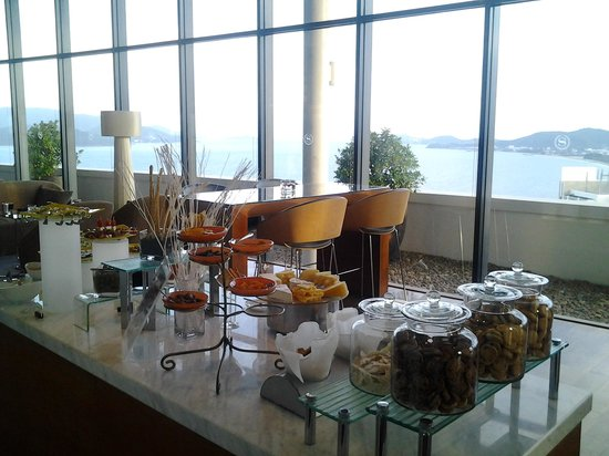Sheraton Nha Trang Hotel and Spa :                   Club lounge