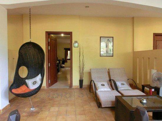 Siddharta Boutique Hotel:                   専用バルコニー