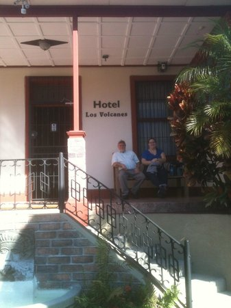 Hotel Los Volcanes B&B: Waiting for tour