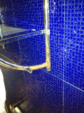 P10 Samui:                   Rust in the bathroom
