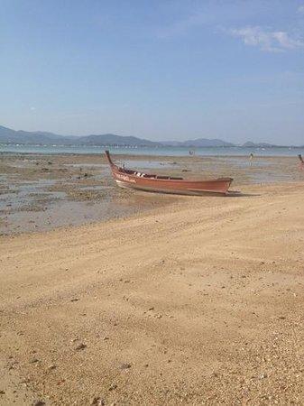 Baan Mai Cottages:                   ein boot auf dem trockenen