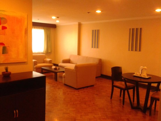 New Horizon Hotel:                   Royal suite (1)