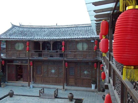 Baisha Holiday Resort Lijiang:                   View of hotel in the morning