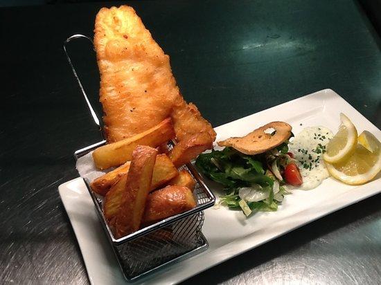 Brioche Cafe & Deli: Tempura batter fish and chips..