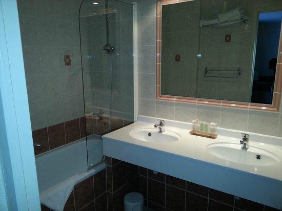 BEST WESTERN Atrium Arles :                   wc-salle de bain