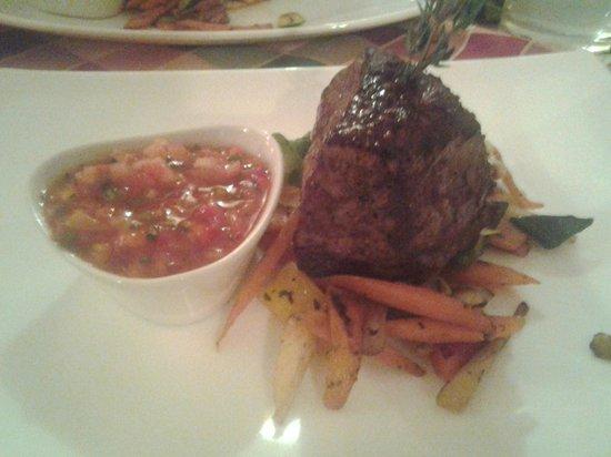 Hacienda Mexican Bar & Restaurant:                   Steak mit frischem Gemüse und Tomatensalsa