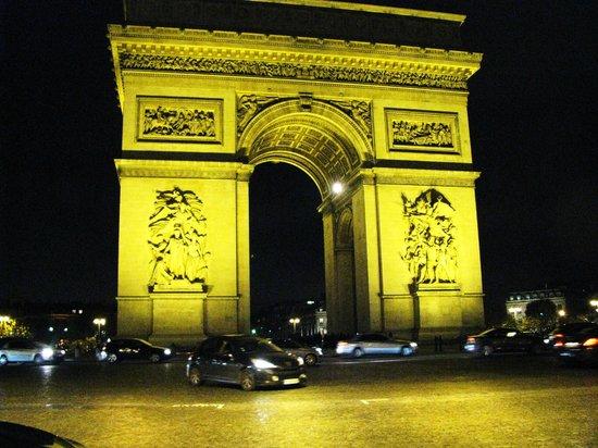 Paris by Night Illuminations bus tour : The Arc de Triomphe