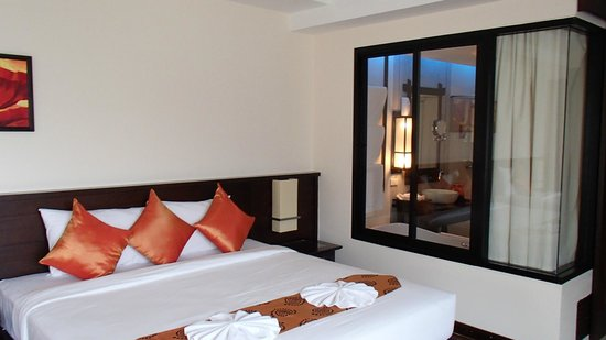 Ao Nang Phu Pi Maan Resort & Spa : Suite and bathroom