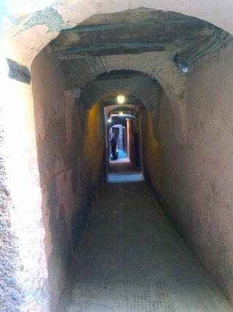 Riad Karmela:                   zugang/weg zum hotel