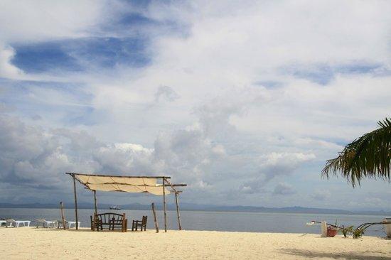 AABANA Beach & Watersport Resort Malapascua:                   Strand bei Mike