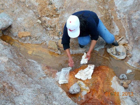 Salinas de Maras: Local people extracted the slatpans and washed to give us