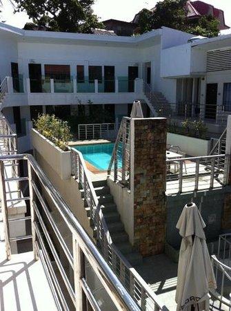 Erus Suites Hotel:                                     la piscine petite, sale et inaccessible