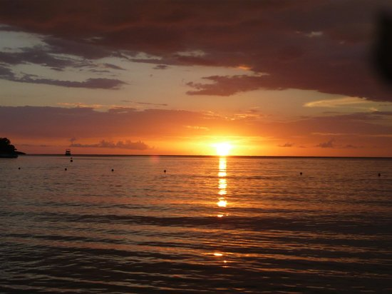 Hotel Riu Palace Tropical Bay:                   Stunning sun sets at the beach