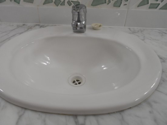 Mantra Mooloolaba Beach Resort: Not so clean sink