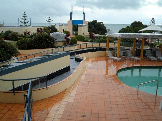 Mantra Mooloolaba Beach Resort: Pool-outside area