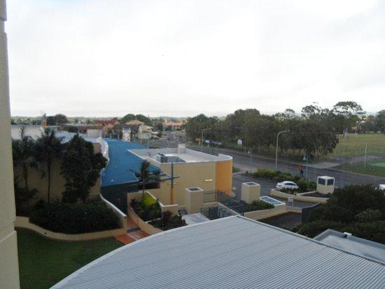 Mantra Mooloolaba Beach Resort: View from second floor- hallway