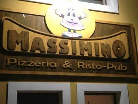 Massimino Pizzeria Ristopub:                   L'insegna ben visibile dall'uscita dell'autostrada