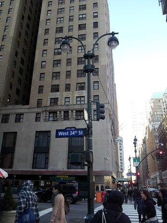 "Wyndham New Yorker Hotel:                                     Arrivée de JFK Airport...on sort du métro à ""Penn Station"" e"