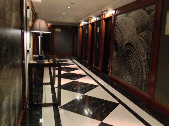 Hotel 1898: Elevator hallway