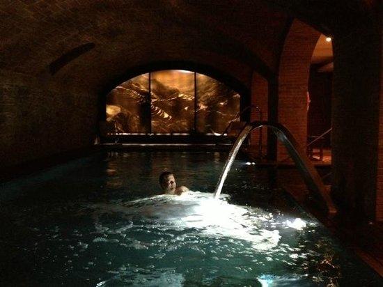 Hotel 1898: Underground spa pool