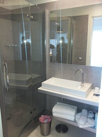 Lungotevere Suite: The bathroom