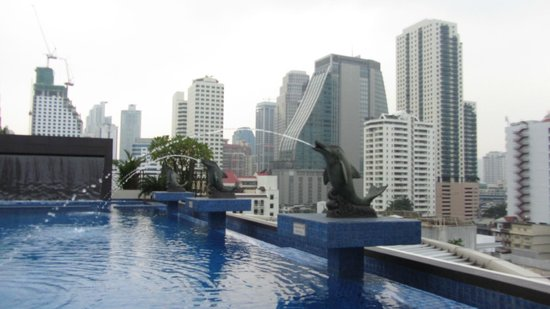 Admiral Premier Bangkok: view at pool