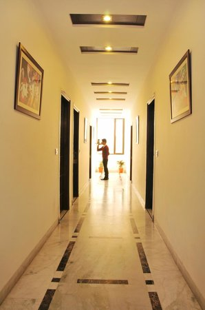 Hotel Citi International: Corridor