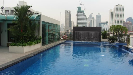 Admiral Premier Bangkok: pool and fitness room