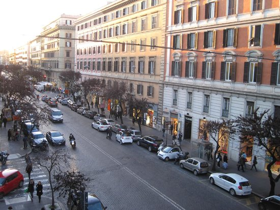Rome Armony Suites: View from our window onto Via Cola di Rienzo