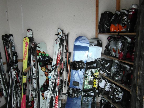 Club Hotel Les Christelles :                   Very small and crowded Ski Room