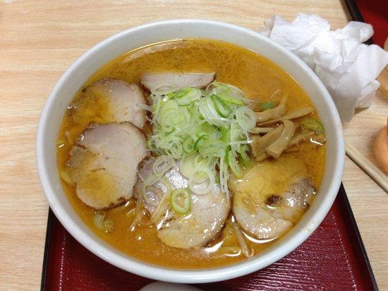 Misoya:                   太麺、味噌のマッチがとてもうまいです。ただ、小学生にはちょっと辛いみたいです