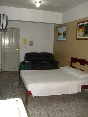 Novo Hotel Brasil:                   Quarto espaçoso