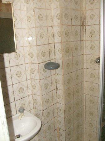 Novo Hotel Brasil:                   Combo: chuveiro e pia