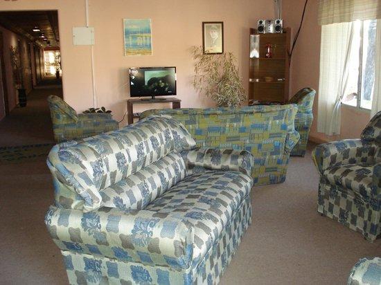 Los Medanos:                   sillones en el lobby e Internet sin costo