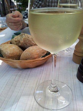 L'ecrevisse Bistrot:                   Wine&Dine