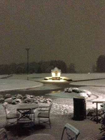 Grandover Resort and Conference Center: Looking at the Gazebo from the Game room patio