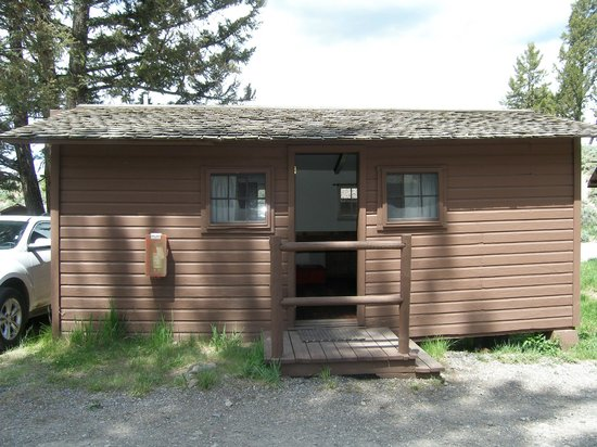 Roosevelt Lodge Cabins:                   External view 2 bed cabin