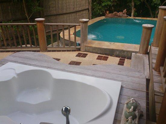 Santhiya Koh Phangan Resort & Spa:                   piscina, villa hideaway