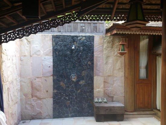 Santhiya Koh Phangan Resort & Spa:                   Ducha al aire libre