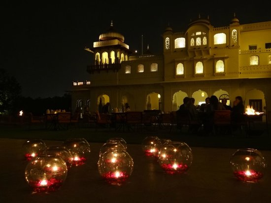 Rambagh Palace:                   Night with music and dances                 