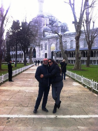 Stadtviertel Sultanahmet:                   blue mosque with my love