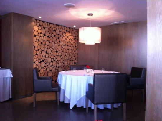 Es Moli Den Bou :                   Nice Corner Table.....