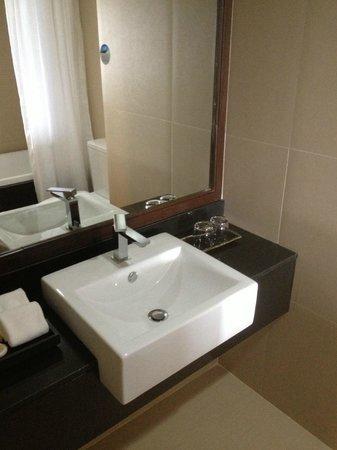 Rua Rasada Hotel & Convention Center: Sink